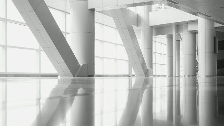 białe filary wbudynku 1